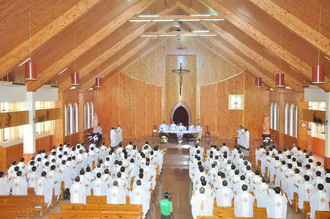 Thánh Lễ Sai đi và Danh Sách thuyên chuyển Linh mục tại các giáo xứ trong Giáo phận Xuân lộc 2017