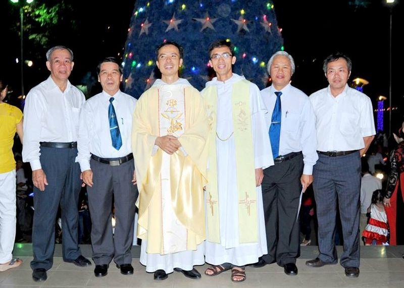 Hình ảnh thánh lễ đêm Giáng Sinh tại Giáo Xứ
